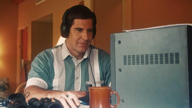 Scott Bakula in una scena del film The Informant! di Steven Sordebergh