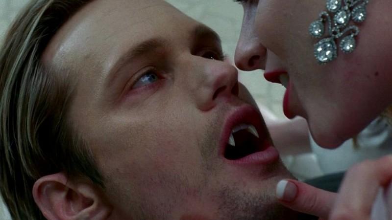 Alexander Skarsgård in un'immagine dell'episodio 'Beyond Here Lies Nothin'' della serie tv True Blood