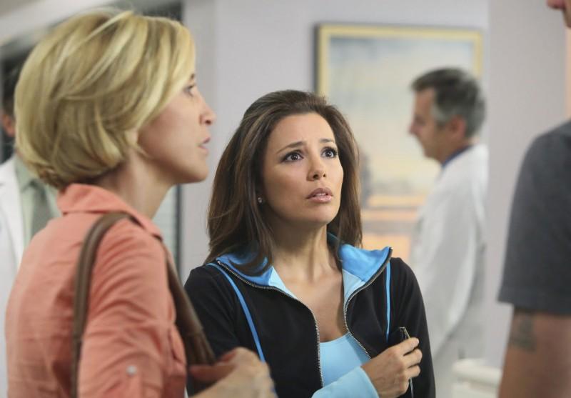 Desperate Housewives: Felicity Huffman con Eva Longoria in Still Alive episodio della sesta stagione