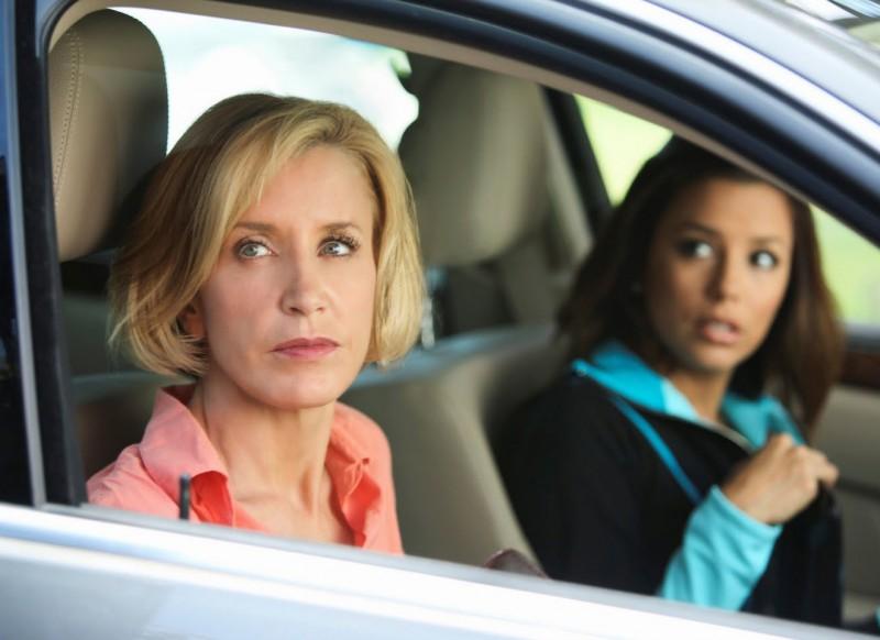 Desperate Housewives: Felicity Huffman con Eva Longoria Parker in Still Alive episodio della sesta stagione