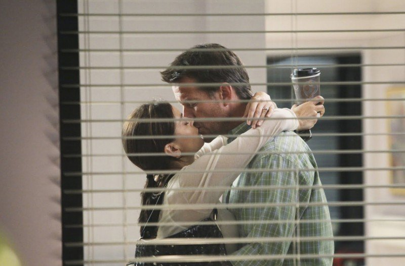 Desperate Housewives: Teri Hatcher bacia James Denton in Still Alive episodio della sesta stagione