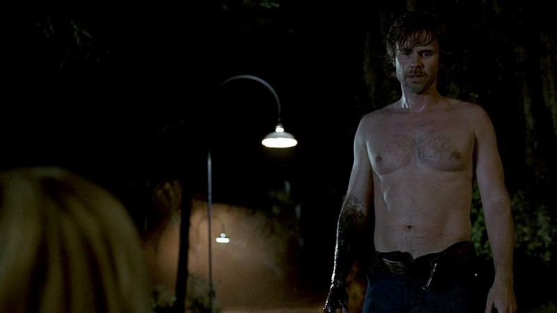 Sam Trammell in una sequenza dell'episodio 'Beyond Here Lies Nothin'' di True Blood
