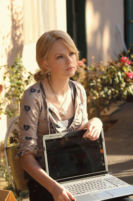 Taylor Swift nell'episodio 'Turn, Turn, Turn' della nona stagione di CSI - Las Vegas