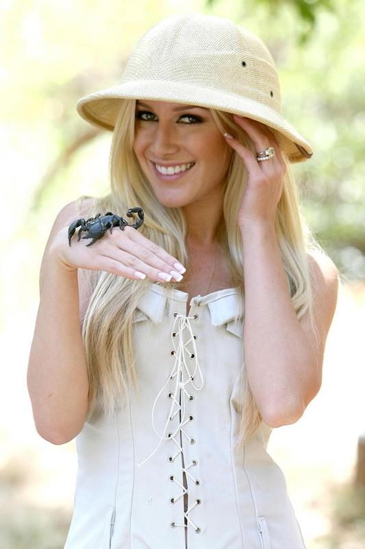 Heidi Montag con scorpione, per un servizio fotografico
