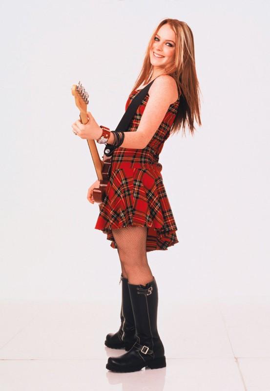 Una foto promo di Lindsay Lohan con chitarra elettrica per il film Quel pazzo venerdì
