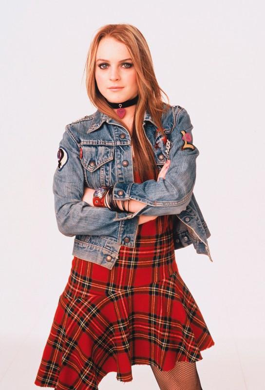 Una foto promo di Lindsay Lohan con giacca di jeans
