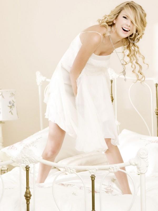 Uno scatto di una sorridente Taylor Swift