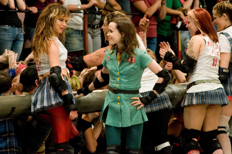 Juliette Lewis ed Ellen Page in una scena del film Whip It