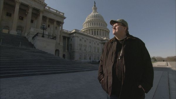 Michael Moore in un'immagine di Capitalism: A Love Story