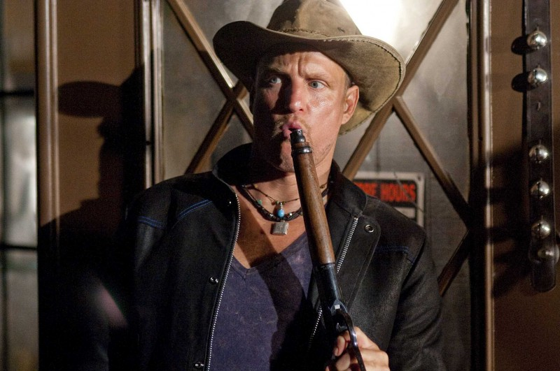Woody Harrelson in una scena del film Zombieland