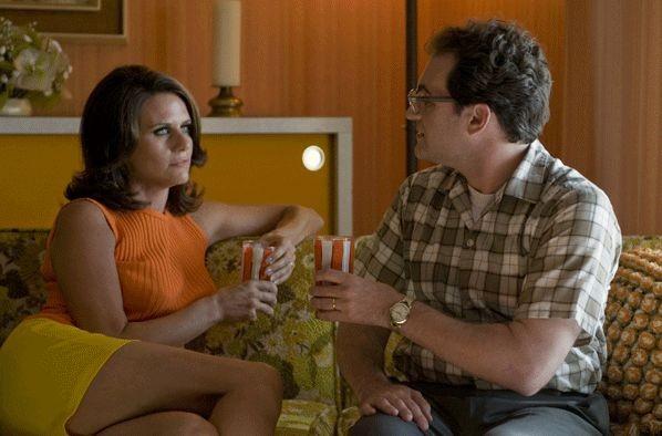 Amy Landecker e Michael Stuhlbarg in una scena del film A Serious Man