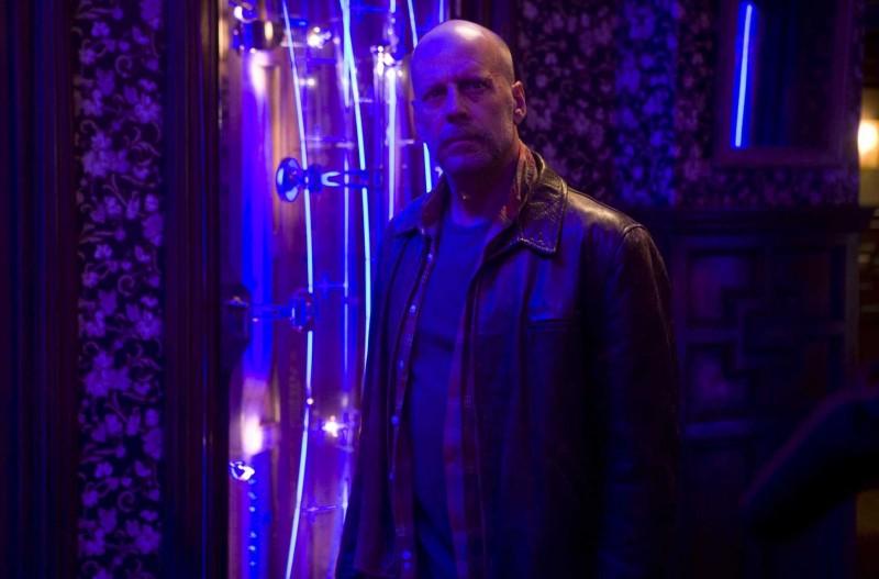 Bruce Willis è l'Agente Greer nel film Il mondo dei replicanti