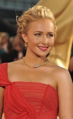 Emmy Awards 2009: Hayden Panettiere, anche lei in rosso
