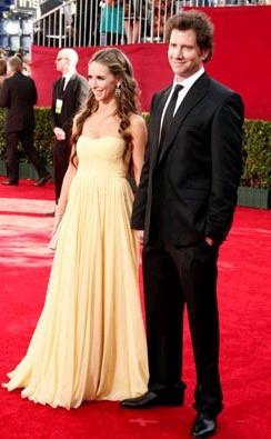 Emmy Awards 2009: una radiosa Jennifer Love Hewitt accanto al fidanzato Jamie Kennedy