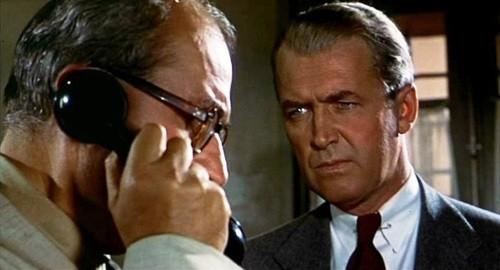 James Stewart e Bernard Miles in una scena del film L\'uomo che sapeva troppo ( 1956 )