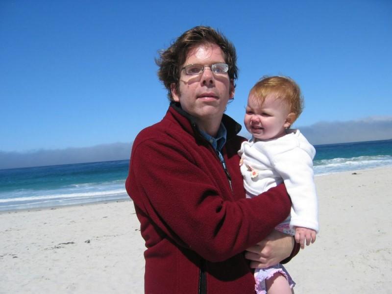 Jason e la piccola Ellie in un'immagine del documentario Il silenzio prima della musica
