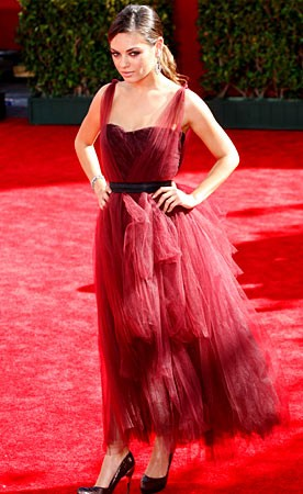 Mila Kunis sul red carpet degli Emmy Awards 2009