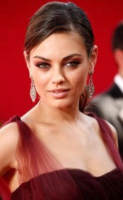 Mila Kunis sul tappeto rosso degli Emmy Awards 2009
