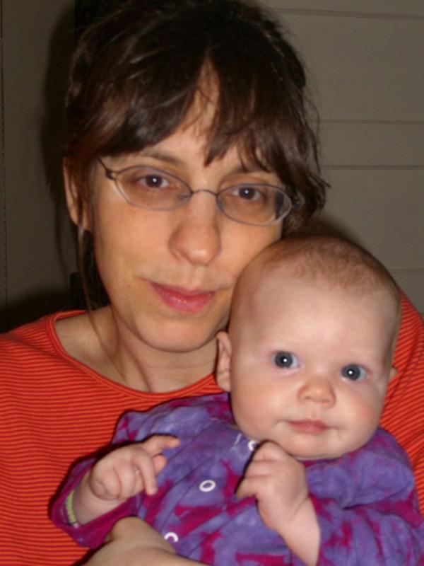 Monica e la piccola Ellie in un'immagine del documentario Il silenzio prima della musica