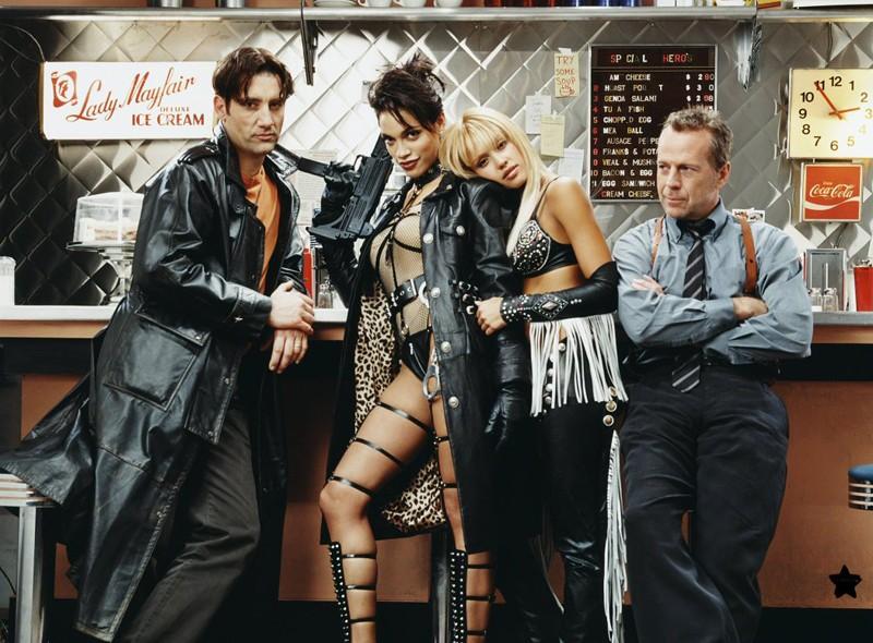 Parte del cast del film Sin City, in una foto promozionale