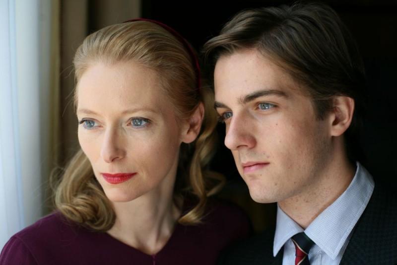 Tilda Swinton e Mattia Zaccaro in una scena del film Io sono l'amore