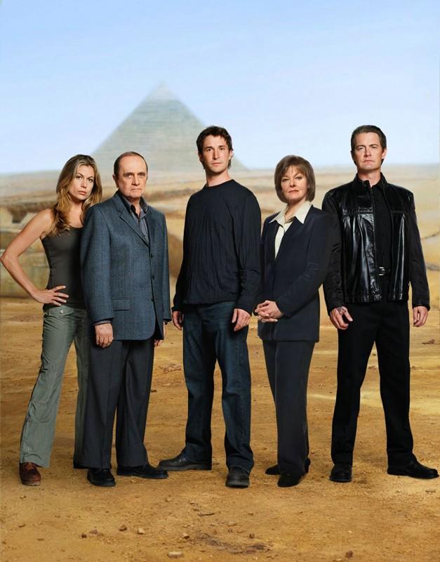 Un'immagine promo del cast principale del film The Librarian: Quest for the Spear