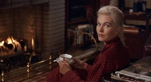 Una splendida Kim Novak in una scena del mystery La donna che visse due volte ( 1958 )