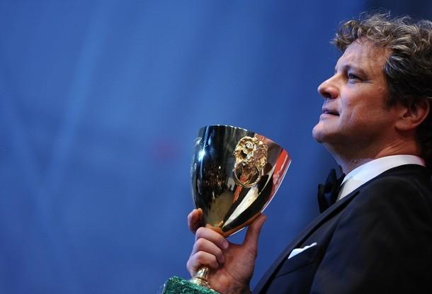 Venezia 66: Colin Firth con la coppa volpi per la miglior interpretazione maschile ricevuta per A Single Man