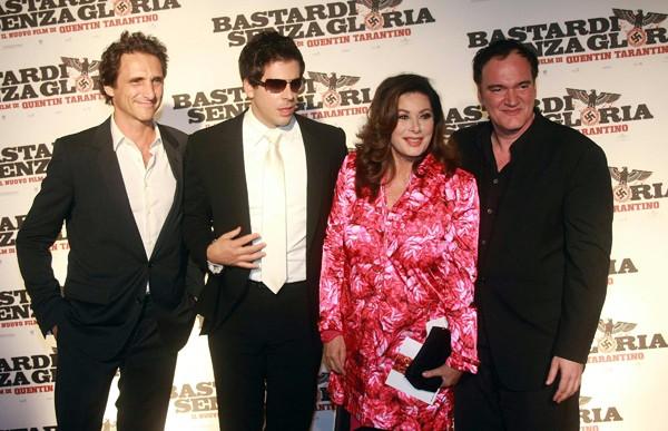 Edwige Fenech con Eli Roth, Quentin Tarantino e il produttore Lawrence Bender alla premiere romana di Bastardi senza gloria