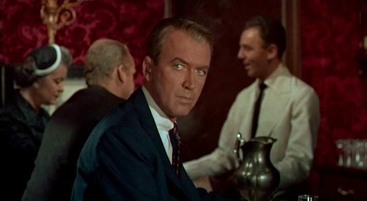 James Stewart sorveglia Madeleine Elster nel film La donna che visse due volte