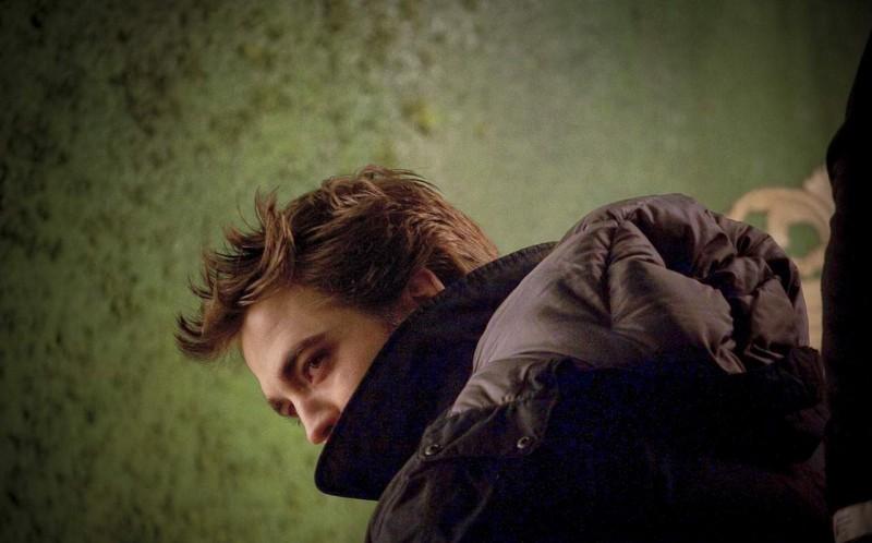 Robert Pattinson sul set di New Moon, secondo capitolo della saga di Twilight.