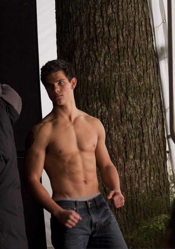 Taylor Lautner sul set di The Twilight Saga: New Moon in una foto di David Strick