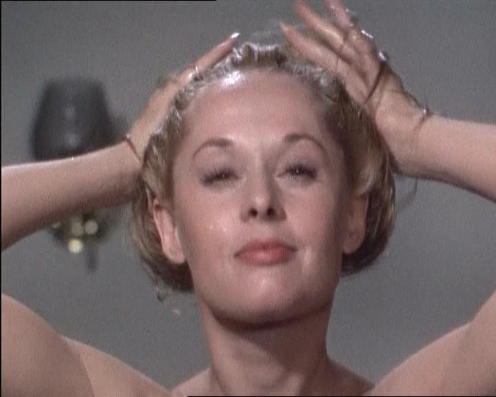 Tippi Hedren nella sequenza iniziale del film Marnie ( 1964 )