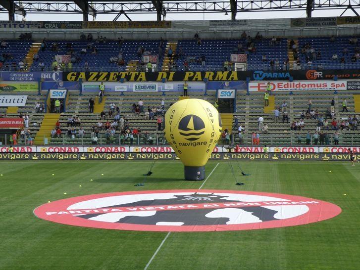 Una simpatica trovata promozionale organizzata per il film District 9 allo stadio Tardini durante l'incontro tra il Parma e il Palermo.