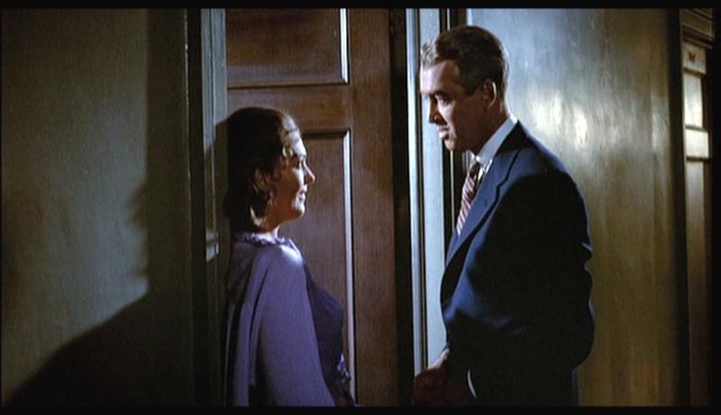 James Stewart e Kim Novak in una scena del film La donna che visse due volte ( 1958 )
