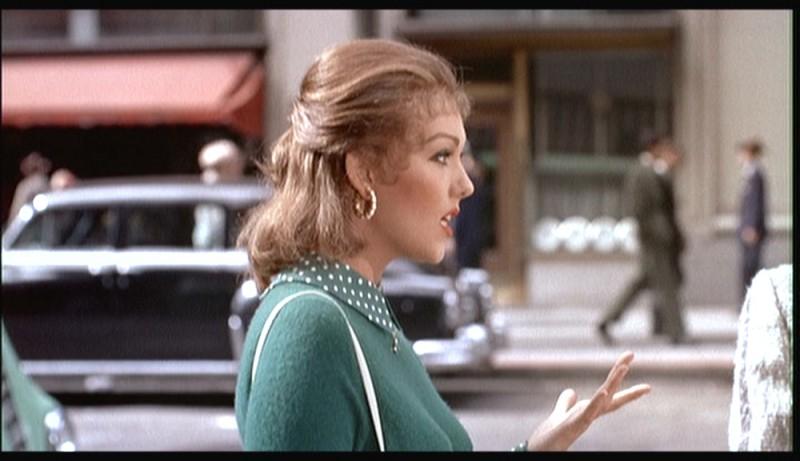 Kim Novak in una scena del film La donna che visse due volte ( 1958 )