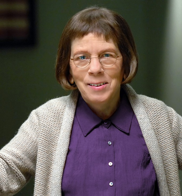 Linda Hunt è Hetty Lange nella serie NCIS: Los Angeles