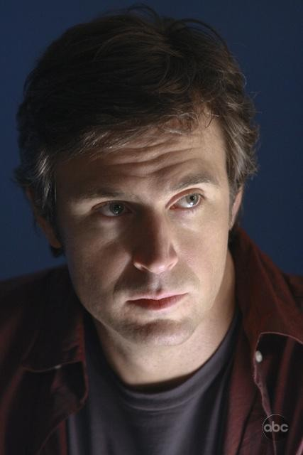 Jack Davenport nell'episodio White To Play di FlashForward
