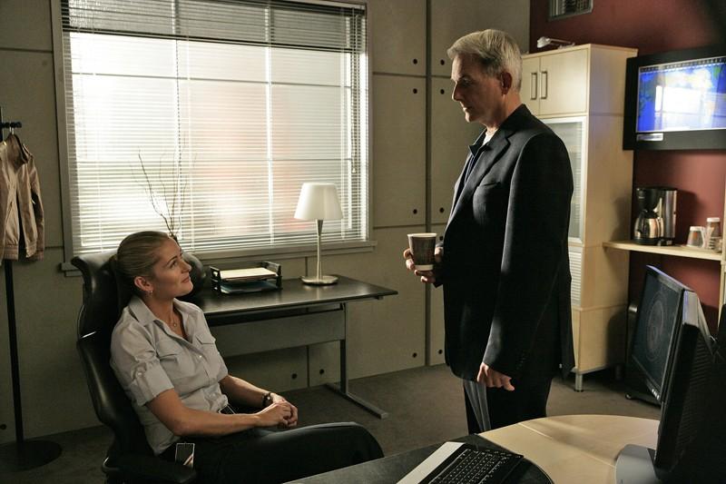 Louise Lombard, Mark Harmon nell'episodio 'Legend: Part 1' della serie tv Navy NCIS