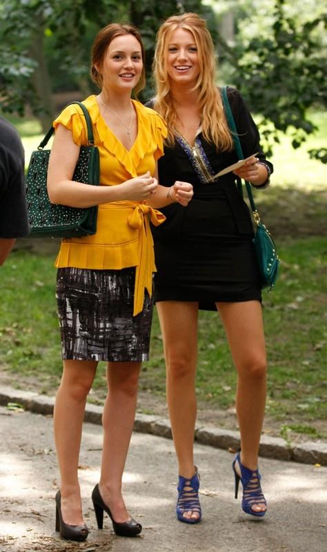 Blair (Leighton Meester) e Serena (Blake Lively) nel parco nell'episodio The Lost Boy di Gossip Girl