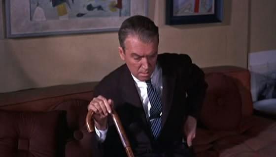 James Stewart in una scena del film La donna che visse due volte, diretto da Hitchcock nel 1958