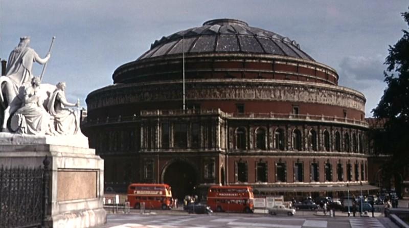 La Royal Albert Hall in una scena del film L\'uomo che sapeva troppo ( 1956 )