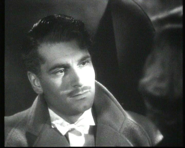 Laurence Olivier in una scena del film Rebecca, la prima moglie del 1940