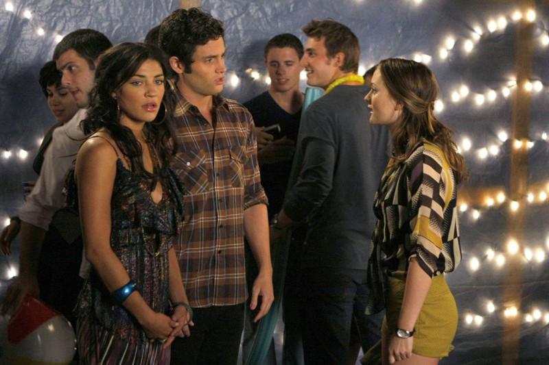 Vanessa (Jessica Szohr), Dan (Penn Badgley) e Blair (Leighton Meester) a una festa nell'episodio The Freshman di Gossip Girl