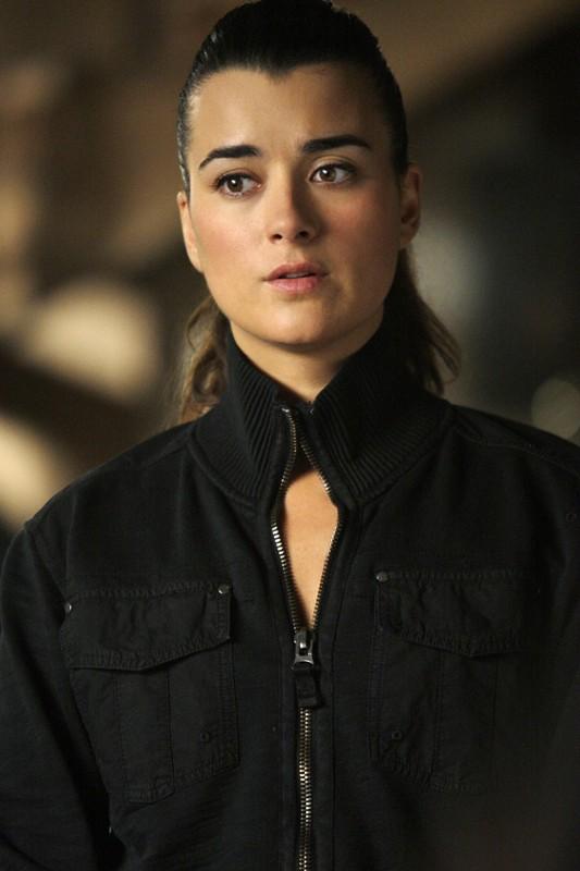 L'Agente Israeliana Ziva David (Cote de Pablo) in una scena dell'episodio Reunion di Navy NCIS
