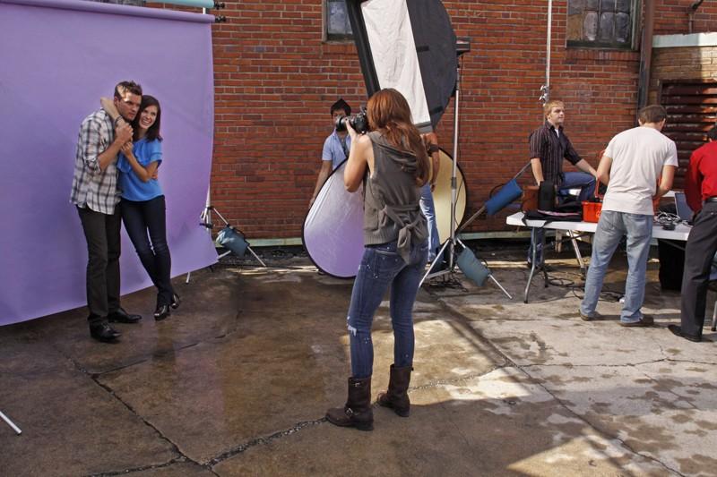 Sophia Bush, Austin Nichols e Shantel VanSanten durante il servizio fotografico nell'episodio Hold My Hand As I'm Lowered di One Tree Hill