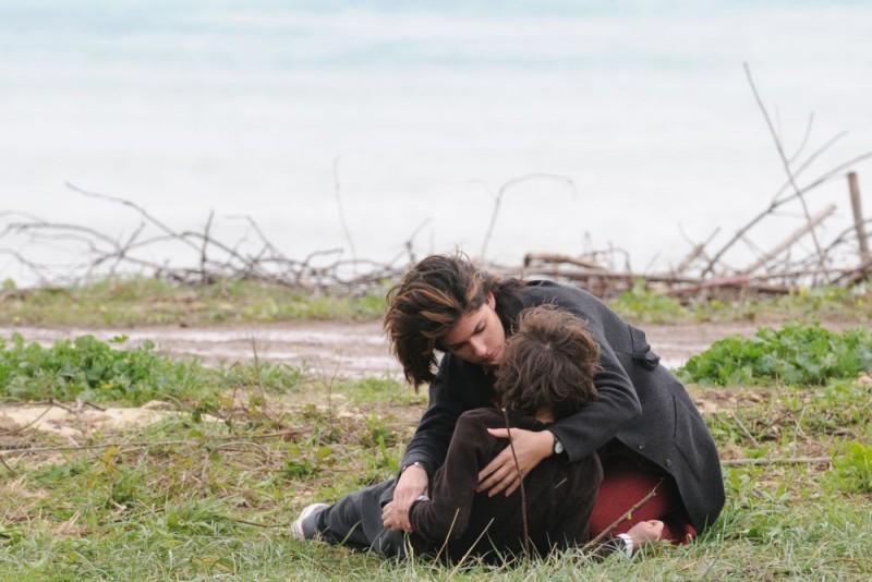 Anna Valle e la piccola Celeste Cuppone in una scena della terza stagione della serie tv Nebbie e delitti