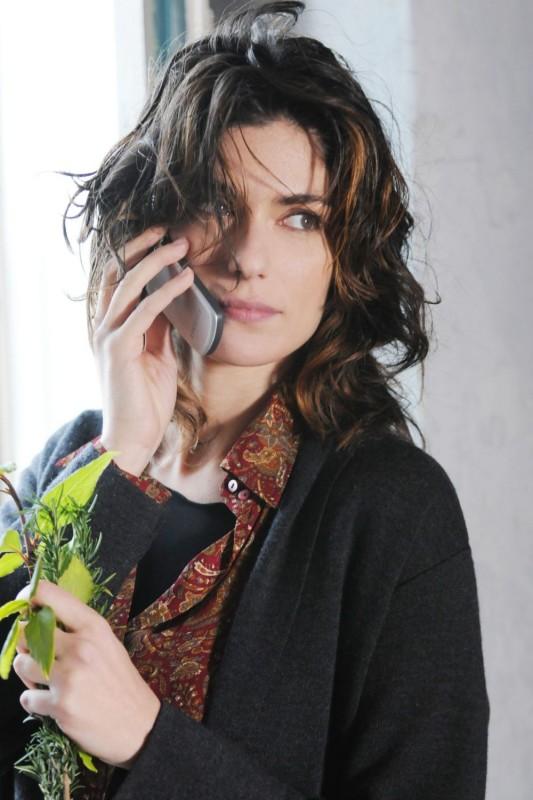 Anna Valle in una scena della terza stagione della serie Nebbie e delitti