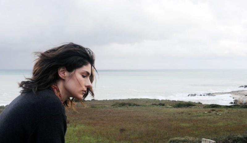 Anna Valle in una suggestiva immagine della terza stagione della serie tv Nebbie e delitti