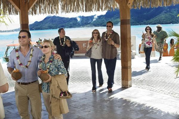 Jason Bateman, Kristen Bell, Jon Favreau, Malin Akerman, Vince Vaughn, Kristin Davis e Faizon Love nel film L'isola delle coppie (Couples Retreat, 2009)